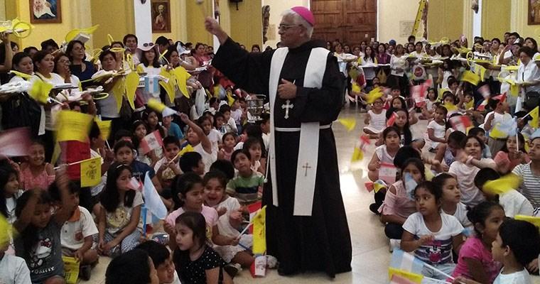 Papa pide perdón por abusos sexuales de religiosos a niños