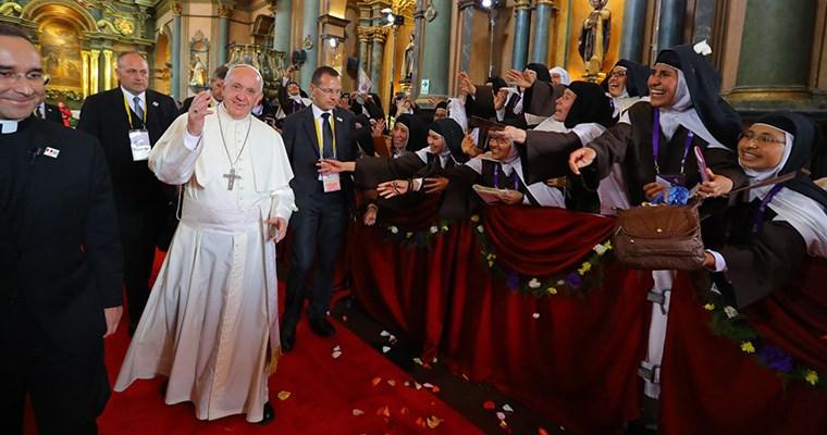 El papa Francisco dice que los chismosos son terroristas