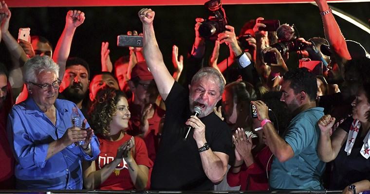 Un juez prohibió a Lula que salga del país