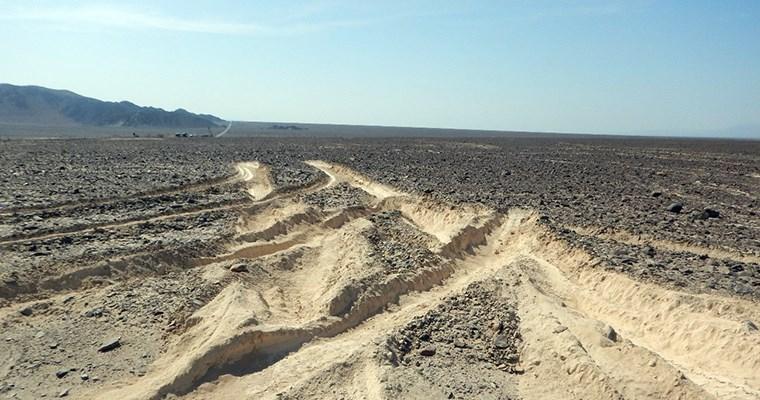 Camión daña líneas de Nasca en Perú