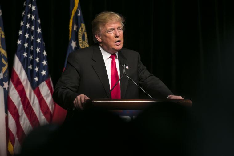 Trump quiere aumentar aranceles a productos chinos de 10% a 25%