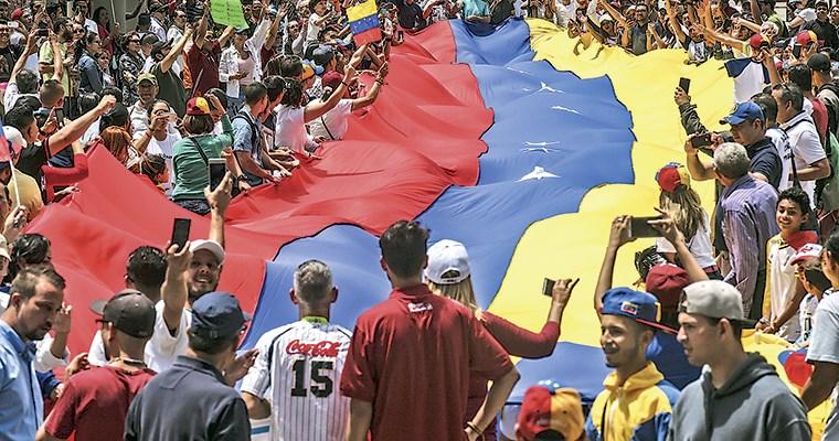 Consultas para llevar a Maduro ante la CPI están en etapa final