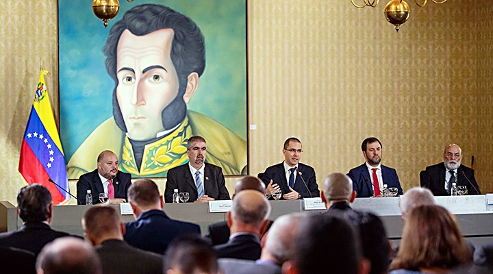 Rusia desmiente que aviones que envió a Venezuela portaran armas nucleares