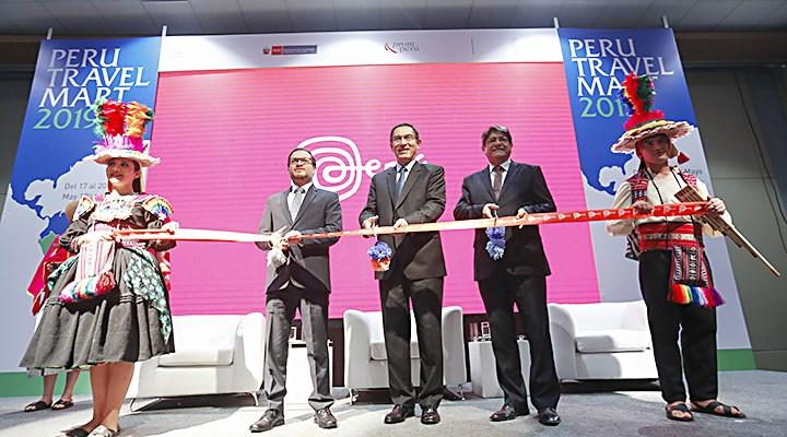 Surco. El presidente Martín Vizcarra, junto al ministro Vásquez y el titular de Canatur, Carlos Canales, inauguran el Travel Mart 2019.