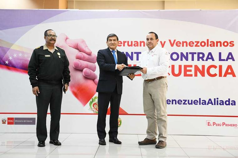 Venezolanos suplican que los dejen entrar a Ecuador