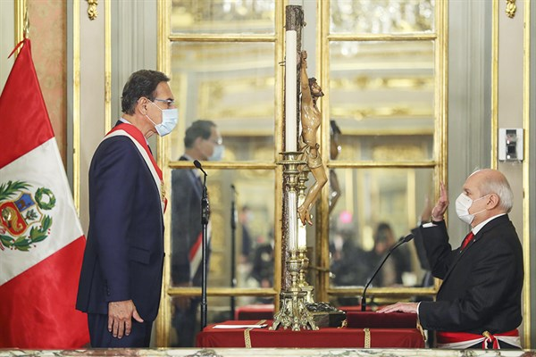 Jura nuevo Gabinete liderado por Pedro Cateriano Bellido