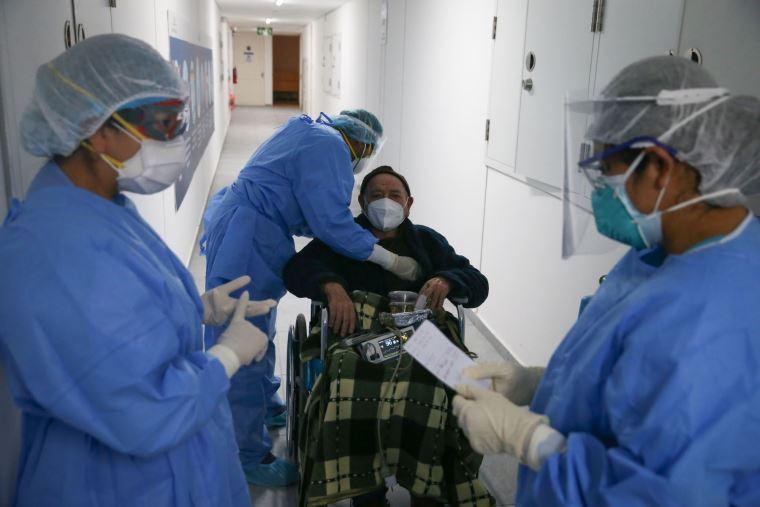 Perú supera los 700.000 contagios de COVID-19 con descenso en muertes