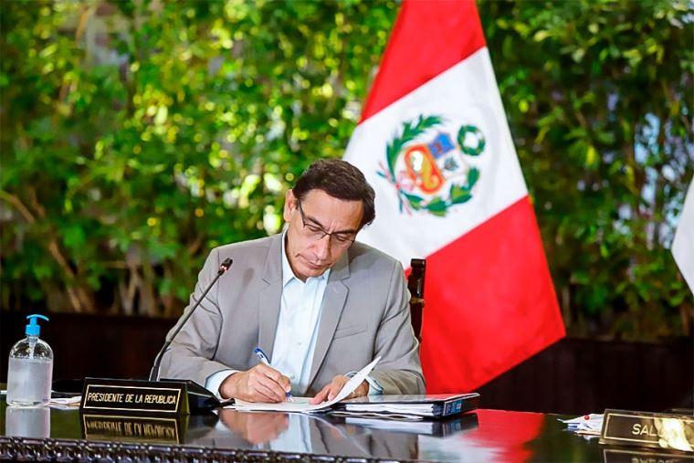 Presidente Vizcarra firmó ley que extiende beneficios tributarios a editoriales   Política